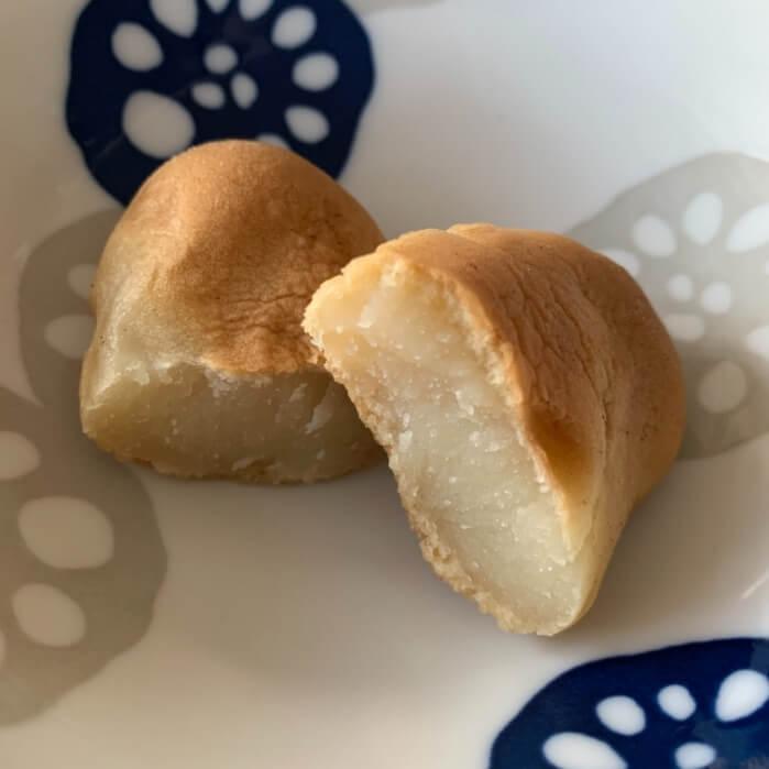 滝川市のお菓子モンモオを半分にわってみました。